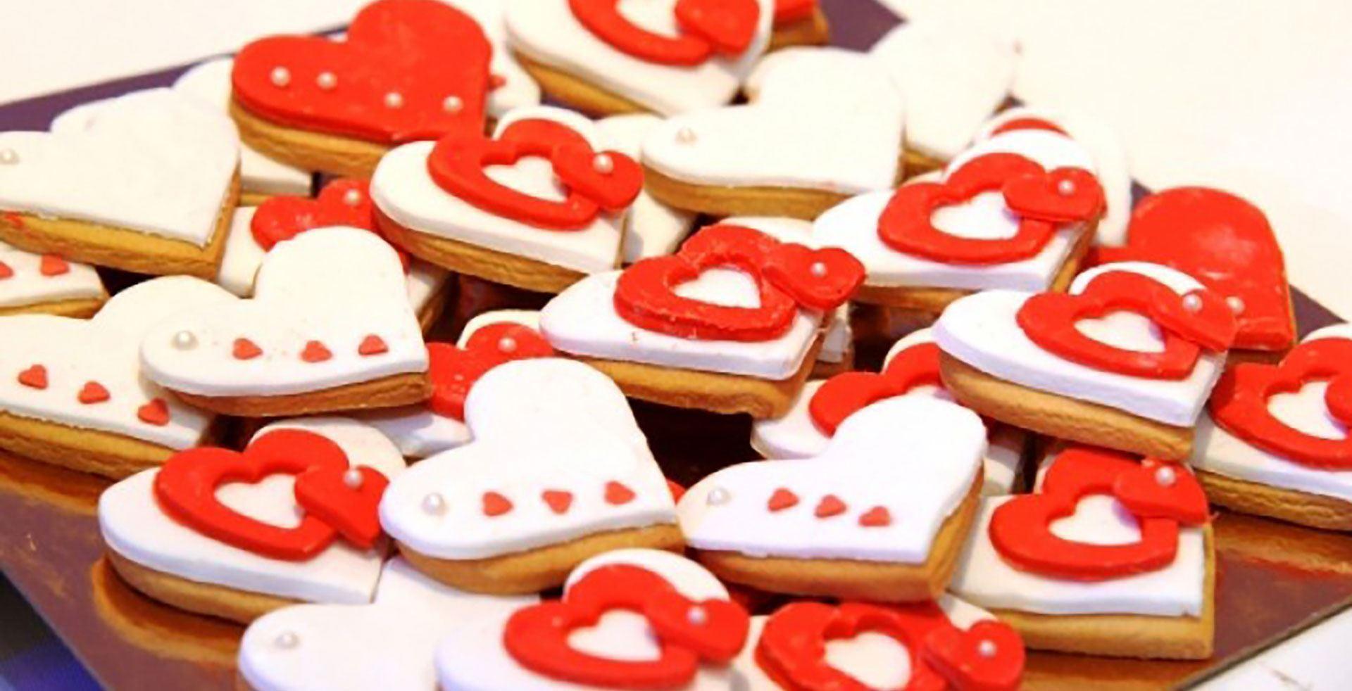 Μπισκότα ζαχαρόπαστας σε διάφορα σχήματα & χρώματα