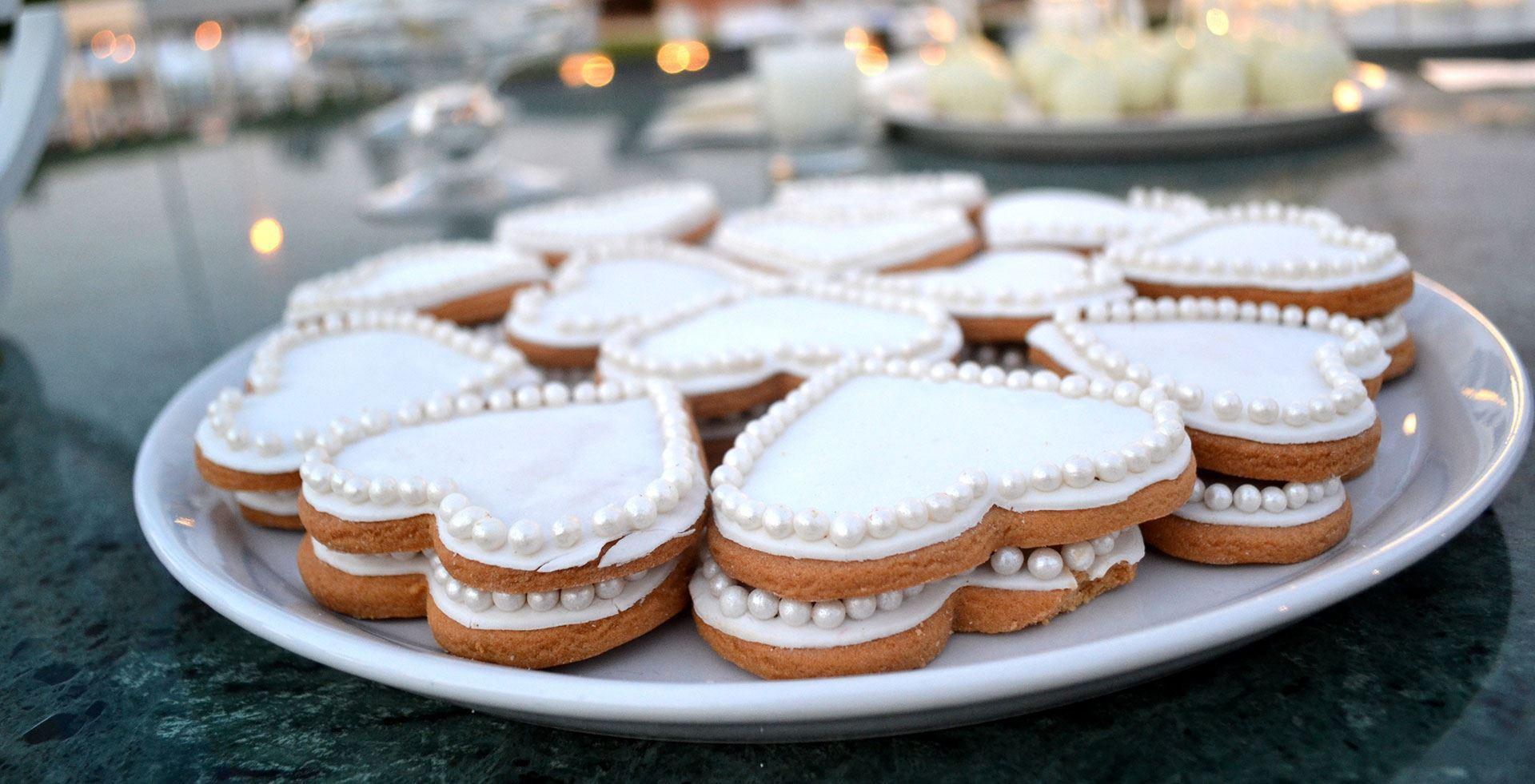 Μπισκότα ζαχαρόπαστας σε διάφορα σχήματα